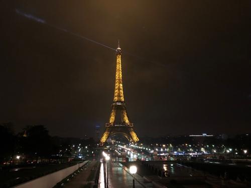 파리 에펠탑 130주년 맞아 역대 최대규모 레이저쇼