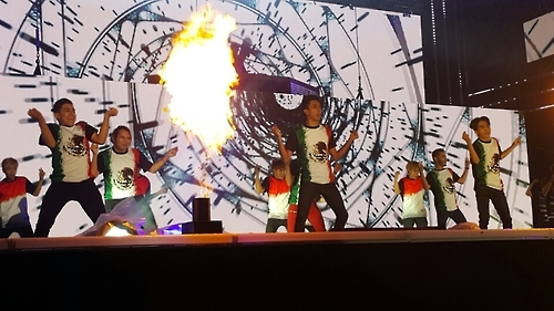 "International participants of ""2016 K-POP World Festival in Changwon"" stage a K-pop performance in Changwon, South Gyeongsang Province, on Sept. 30, 2016. (Yonhap)"