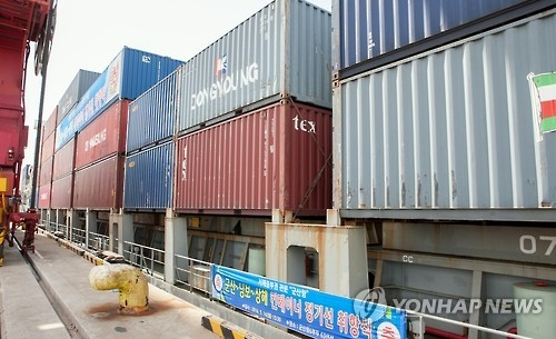 This undated file photo shows containers, bound for China, stored at a Gunsan port in North Jeolla Province. (Yonhap)