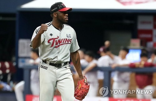 Henry Sosa of the LG Twins pumps his fist after completing the sixth inning against the Nexen Heroes in their Korea Baseball Organization postseason game at Gocheok Sky Dome in Seoul on Oct. 13, 2016. (Yonhap)