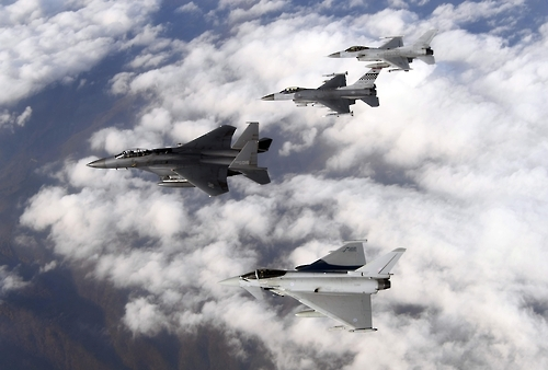 "This photo, taken on Nov. 8, 2016, shows fighter jets from South Korea, the U.S. and Britain flying together as part of the ""Invincible Shield"" combined air exercise that ends Thursday. From the bottom up, the jets are the Eurofighter Typhoon, F-15K, F-16 and KF-16. (Yonhap)"
