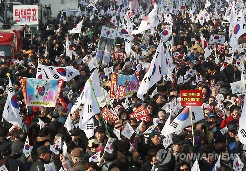 President Park Geun-hye's supporters demand the cancelation of her impeachment in a rally held on Jan. 7, 2017. (Yonhap)