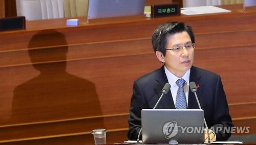 This photo, taken on Dec. 21, 2016, shows Acting President and Prime Minister Hwang Kyo-ahn speaking during a parliamentary interpellation session at the National Assembly in Seoul. (Yonhap)