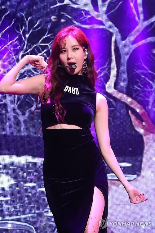 "Seohyun of Girls' Generation showcases her new song ""Magic"" at a media event in Seoul on Jan. 16, 2017. (Yonhap)"