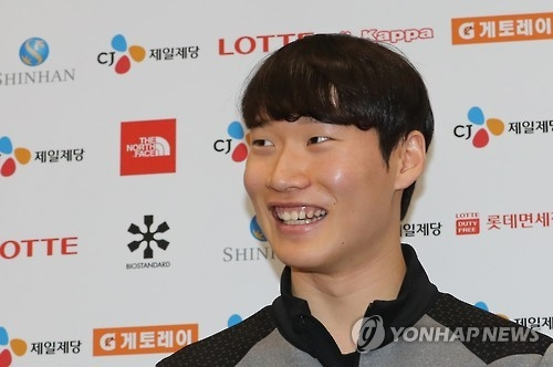In this file photo taken on Dec. 19, 2016, South Korean snowboarder Lee Sang-ho speaks to reporters at Incheon International Airport. (Yonhap)