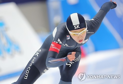 South Korean Lee Sang-hwa races in the women's 500m at the International Skating Union (ISU) World Single Distances Speed Skating Championships at Gangneung Oval in Gangneung, Gangwon Province, on Feb. 10, 2017. (Yonhap)