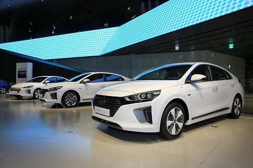 The complete line-up of the Hyundai Ioniq. They are (from left), the Ioniq Hybrid, the Ioniq EV and the Ioniq PHEV. (Photo courtesy of Hyundai Motor)