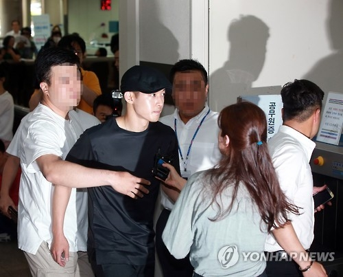 In this file photo taken on July 8, 2016, singer-actor Kim Hyun-joong arrives at the Seoul Central District Court to attend a hearing over a compensation suit filed by his ex-girlfriend. (Yonhap)