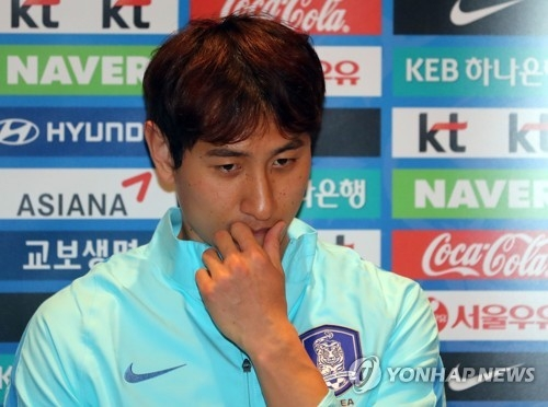 In this file photo taken on March 20, 2017, South Korean forward Ji Dong-won speaks to reporters at a hotel in Changsha, China, before the national team's FIFA World Cup qualifier against China. (Yonhap)