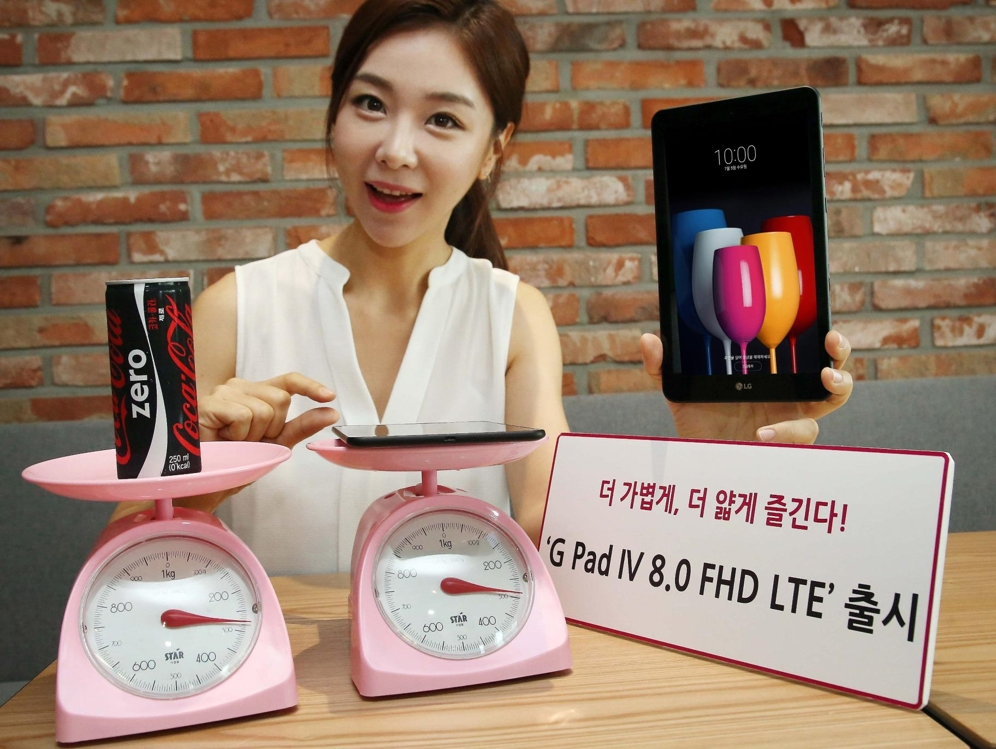 A model poses with LG Electronics Inc.'s new tablet PC, the LG Pad IV 8.0 FHD LTE, in this photo released by the company on July 3, 2017. (Yonhap)