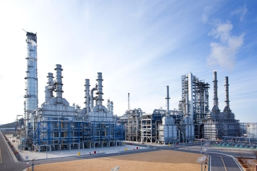 This undated photo, provided by Hanwha Total Petrochemical Co., shows its production facility in Daesan, South Korea. (Yonhap)