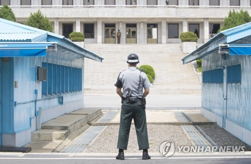This photo taken on July 19, 2017, shows a South Korean soldier guarding in the truce village of Panmunjom inside the Demilitarized Zone which bisects South and North Korea. (Yonhap)