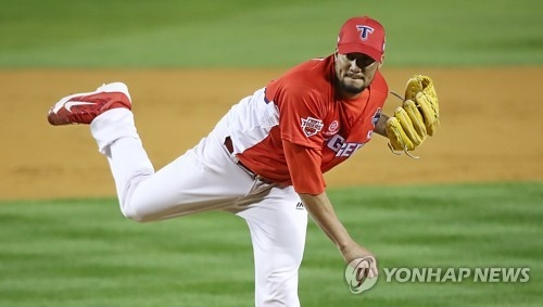 Hector Noesi of the Kia Tigers throws against the Doosan Bears in Game 5 of the Korean Series at Jamsil Stadium in Seoul on Oct. 30, 2017. (Yonhap)