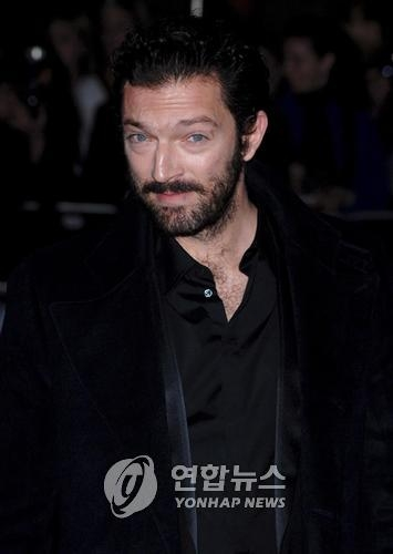 "This EPA file photo shows French actor Vincent Cassel at the British premiere of director David Cronenberg's film ""Eastern Promises"" at the Odeon Leicester Square in central London on Oct. 17, 2007. (Yonhap)"