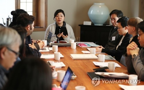 "Hong Bo-ra, the project manager of ""Signal Lights. Connected,"" talks about the public art project for the PyeongChang Winter Olympics in Seoul on Dec. 1, 2017. (Yonhap)"