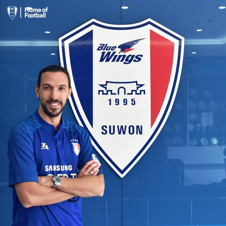 This photo provided by Suwon Samsung Bluewings shows their newly signed striker Dejan Damjanovic at the club's office in Suwon, Gyeonggi Province, on Jan. 4, 2018. (Yonhap)