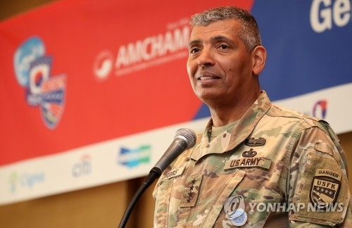 Gen. Vincent Brooks, commander of U.S. Forces Korea, speaks during a luncheon meeting, hosted by the American Chamber of Commerce in Korea (AMCHAM), at a Seoul hotel on Jan. 10, 2018. (Yonhap)