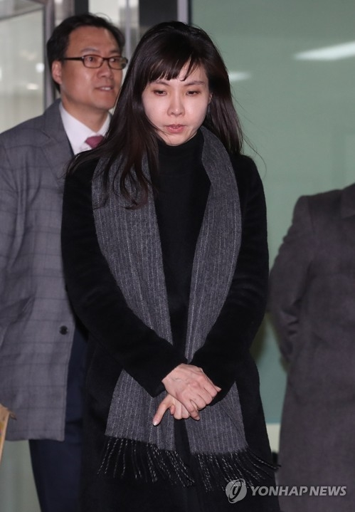 Prosecutor Seo Ji-hyun leaves the Seoul Eastern District Prosecutors' Office after being questioned over her revelation of sexual assault by a senior prosecutor on Feb. 4, 2018. (Yonhap)