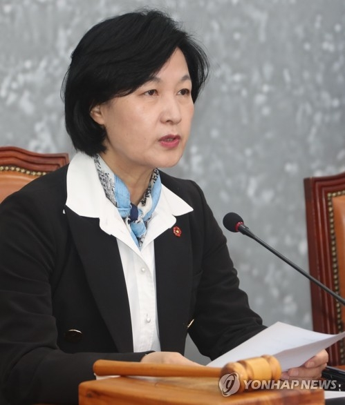 Choo Mi-ae, the leader of the ruling Democratic Party, speaks during a party meeting at the National Assembly in Seoul on April 6, 2018. (Yonhap)