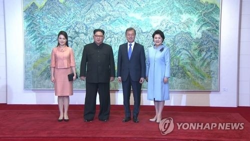 (2nd LD) N. Korean leader's wife attends dinner after historic summit - 1