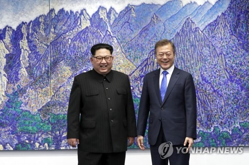 South Korean President Moon Jae-in and North Korean leader Kim Jong-un pose for a photo before their talks at the border truce village of Panmunjom on April 27, 2018. (Yonhap)