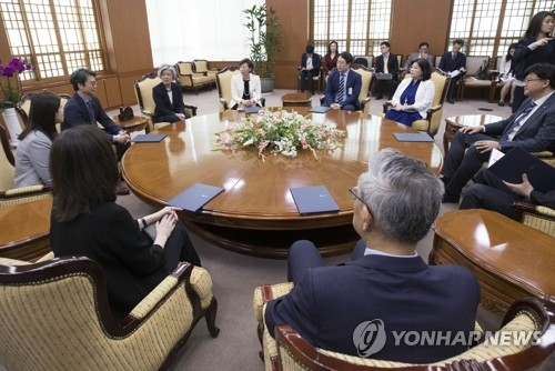 (LEAD) S. Korea forms team to promote relations with Japan despite long-standing rows