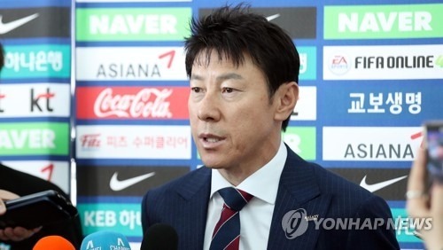 South Korea men's national football team head coach Shin Tae-yong speaks to reporters at Incheon International Airport in Incheon before departing for their pre-World Cup training camp in Austria on June 3, 2018. (Yonhap)
