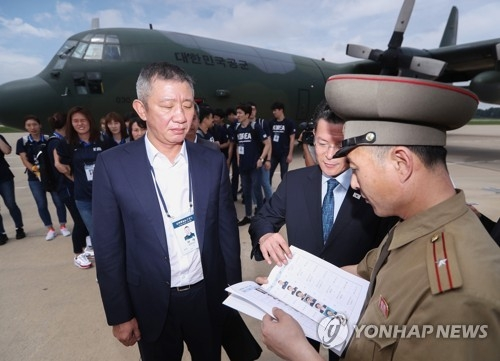 This pool photo taken on July 3, 2018, shows South Korea men's national basketball team head coach Hur Jae (L) after arriving at Sunan Airport in Pyongyang. (Yonhap)