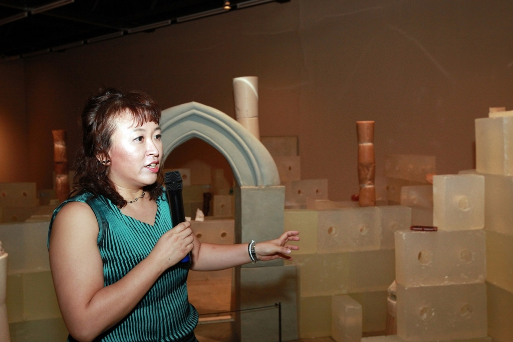 The image provided by Arts Council Korea shows artist Shin Mee-kyoung talking during a press event at Arko Art Center Gallery in Seoul on July 5, 2018. (Yonhap)