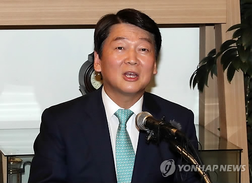 Ahn, ex-Seoul mayor candidate, says he will retreat from politics