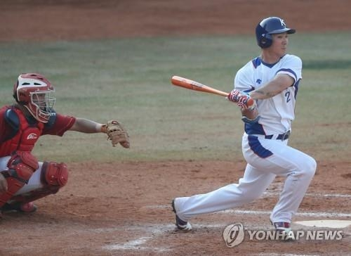 In this file photo from Aug. 31, 2018, South Korean infielder Oh Ji-hwan is in action against China in the bottom of the seventh of the teams' super round game at the 18th Asian Games at GBK Baseball Field in Jakarta. (Yonhap)