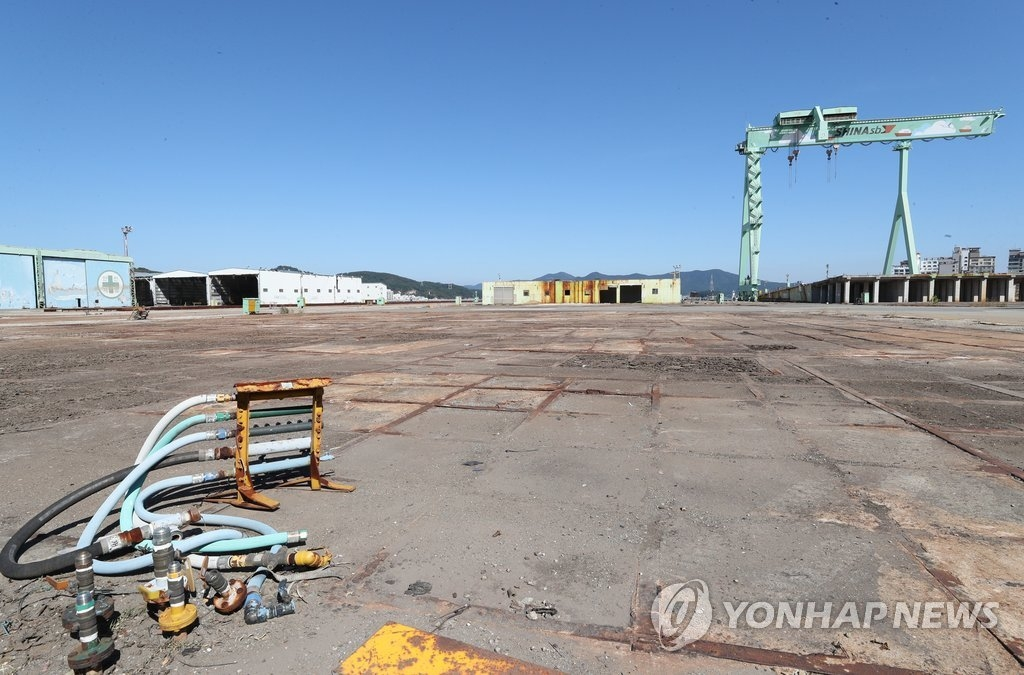 This photo taken Oct. 12, 2018, shows an idle shipyard in Tongyeong, South Gyeongsang Province, due to low orders. (Yonhap)