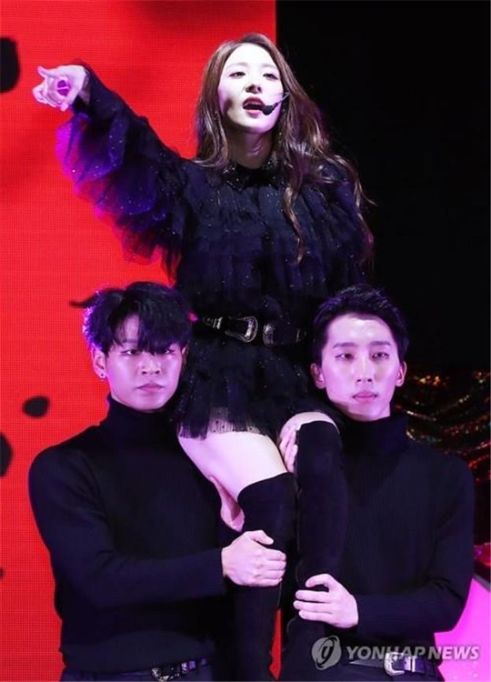 "K-pop diva BoA showcases her new album, ""Woman,"" in Seoul on Oct. 24, 2018. (Yonhap)"