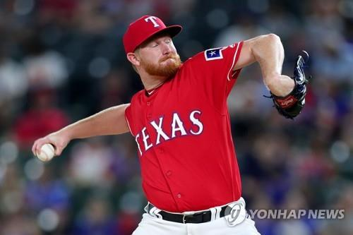 In this Getty Images file photo from Aug. 13, 2018, Eddie Butler, then of the Texas Rangers, throws a pitch against the Arizona Diamondbacks in the top of the sixth inning of a Major League Baseball regular season game at Globe Life Park in Arlington, Texas. Butler has signed with the NC Dinos in the Korea Baseball Organization for the 2019 season. (Yonhap)