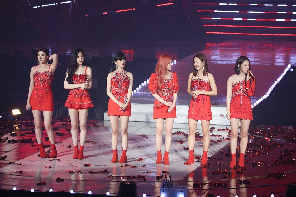 "This image of the Apink concert, ""2019 PINK COLLECTION: RED & WHITE,"" held on Jan. 5, 2019, at Olympic Park in Seoul, is provided by Plan A Entertainment. (Yonhap)"