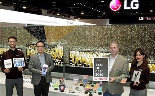 (LEAD) LG Electronics wins 132 awards at 2019 CES - 1