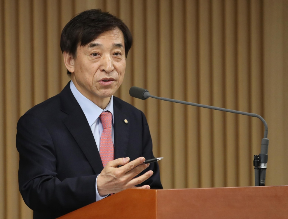 This photo provided by the Bank of Korea (BOK) shows BOK Gov. Lee Ju-yeol speaking at a meeting with reporters in Seoul on April 1, 2019. (Yonhap)