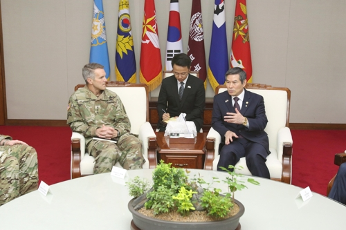 (LEAD) Defense minister meets U.S. special operations command chief