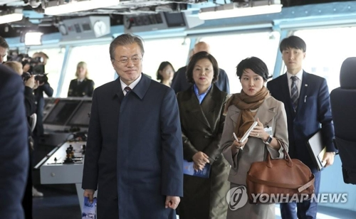 Moon inspects Norwegian naval ship made by S. Korea
