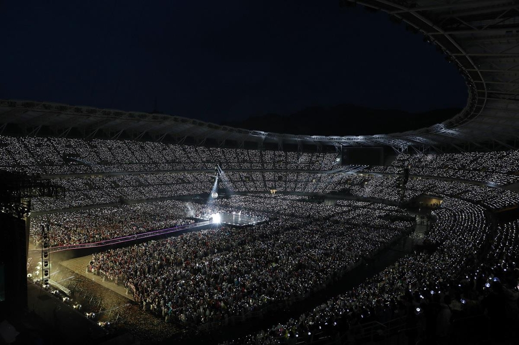 This panoramic view, provided by Big Hit Entertainment, shows Shizuoka's ECOPA stadium during BTS' performances there on July 13 and 14, 2019. (PHOTO NOT FOR SALE) (Yonhap)