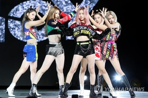 "ITZY showcases their new album ""IT'z ICY"" during a press event in Seoul on July 29, 2019. (Yonhap)"