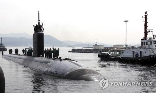 This file photo posted on the U.S. Pacific Command's website shows the Los Angeles-class attack submarine USS Tucson pulling into Jinhae on South Korea's south coast on April 6, 2016. (PHOTO NOT FOR SALE) (Yonhap)