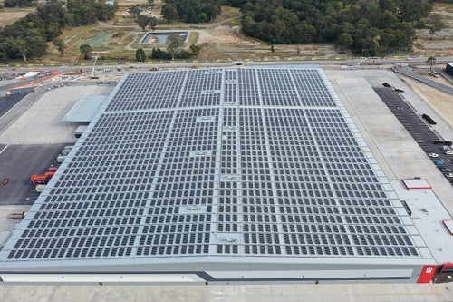A solar power facility on the rooftop of Moorebank Logistics Park in Sydney with LG Electronics Inc.'s solar module is shown in this photo provided by the Korean electronics maker on Dec. 3, 2019. (PHOTO NOT FOR SALE) (Yonhap)