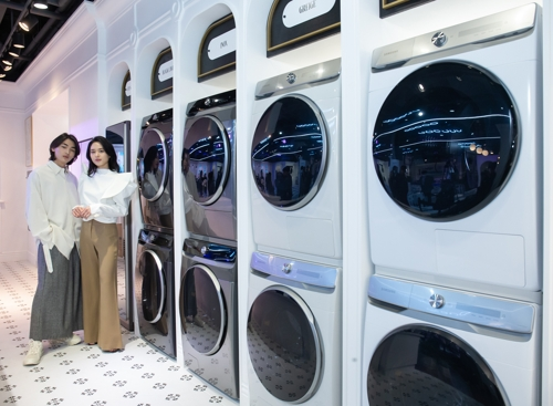 (LEAD) Samsung launches new AI laundry appliances