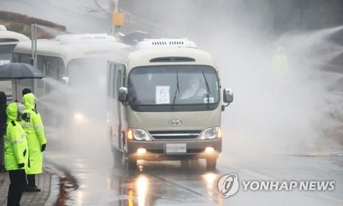 Buses carrying a third group of South Korean evacuees, their Chinese spouses and family members from the coronavirus-stricken Chinese city of Wuhan, enter the Korea Defense Language Institute in Icheon, 80 kilometers south of Seoul, on Feb. 12, 2020. (Yonhap)