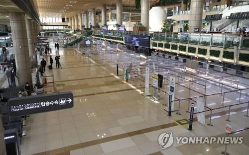 South Korea's Gimpo International Airport is nearly deserted on the morning of March 9, 2020, as mutual entry restrictions between South Korea and Japan take force. (Yonhap)