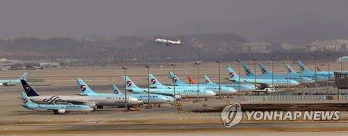 This photo, taken on March 17, 2020, shows Korean Air Lines' planes parked at Incheon International Airport, west of Seoul, amid the coronavirus outbreak. (Yonhap)