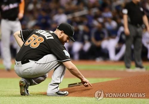 In this Getty Images file photo from July 20, 2018, Dan Straily of the Miami Marlins writes on the mound before a Major League Baseball regular season game against the Tampa Bay Rays at Tropicana Field in St. Petersburg, Florida. (Yonhap)