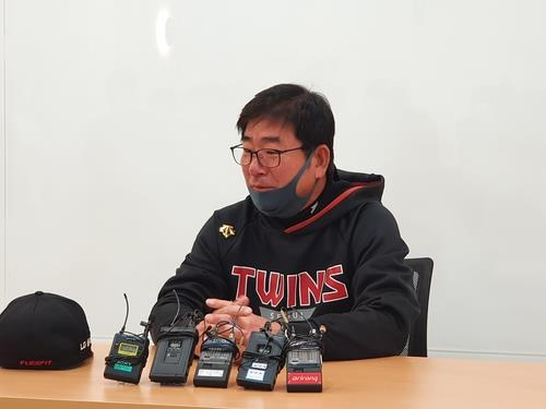 LG Twins manager Ryu Joong-il speaks to reporters before a Korea Baseball Organization regular season game against the Doosan Bears at Jamsil Stadium in Seoul on May 5, 2020. (Yonhap)