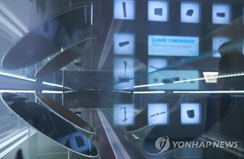 This file photo taken July 5, 2019, shows Samsung Electronics Co.'s semiconductor products displayed at the company's exhibition hall in Seoul. (Yonhap)